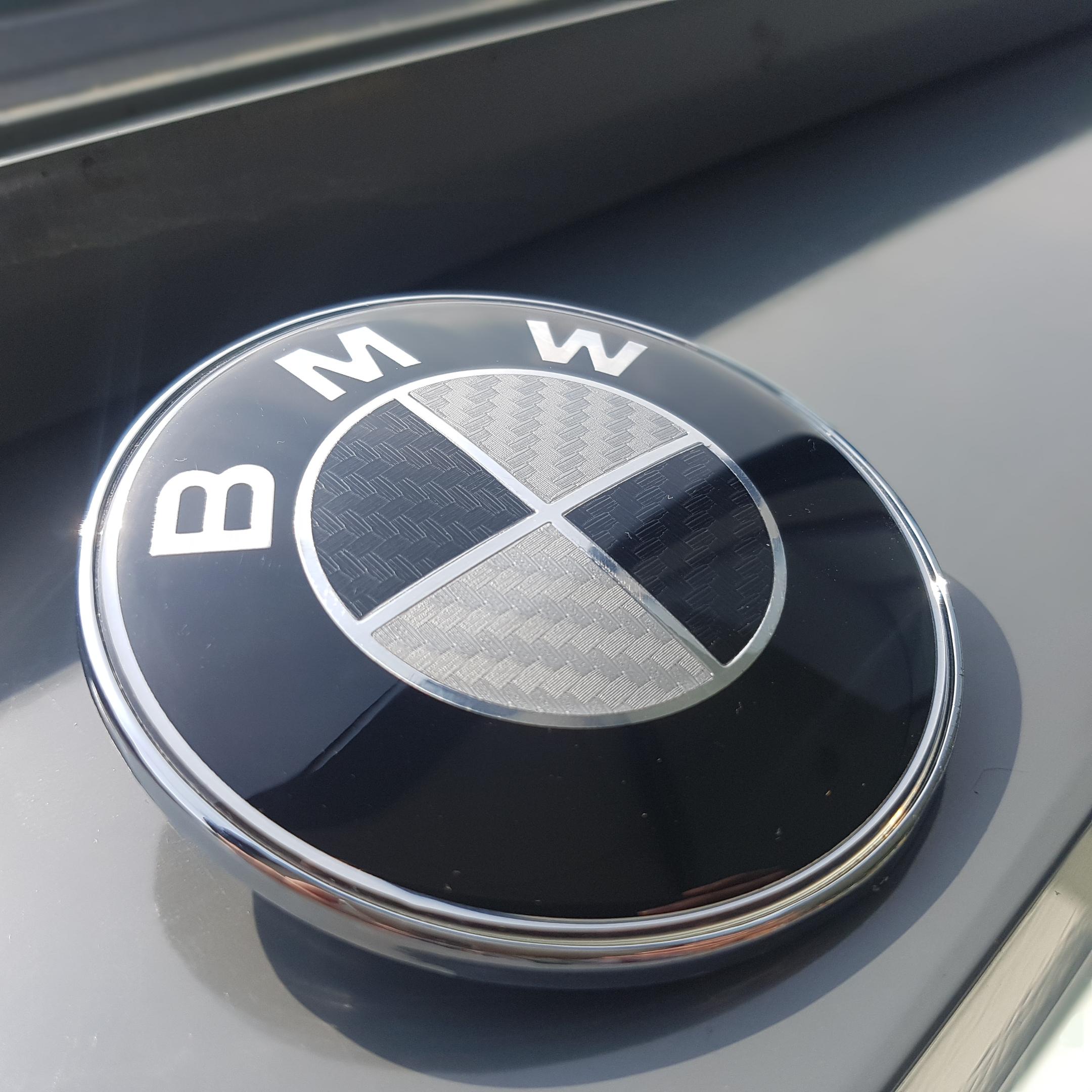 neu bmw carbon emblem 82mm motorhaube logo e39 front. Black Bedroom Furniture Sets. Home Design Ideas